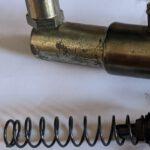 Erneuerung der Rückholfeder vom Pedal der Kupplung