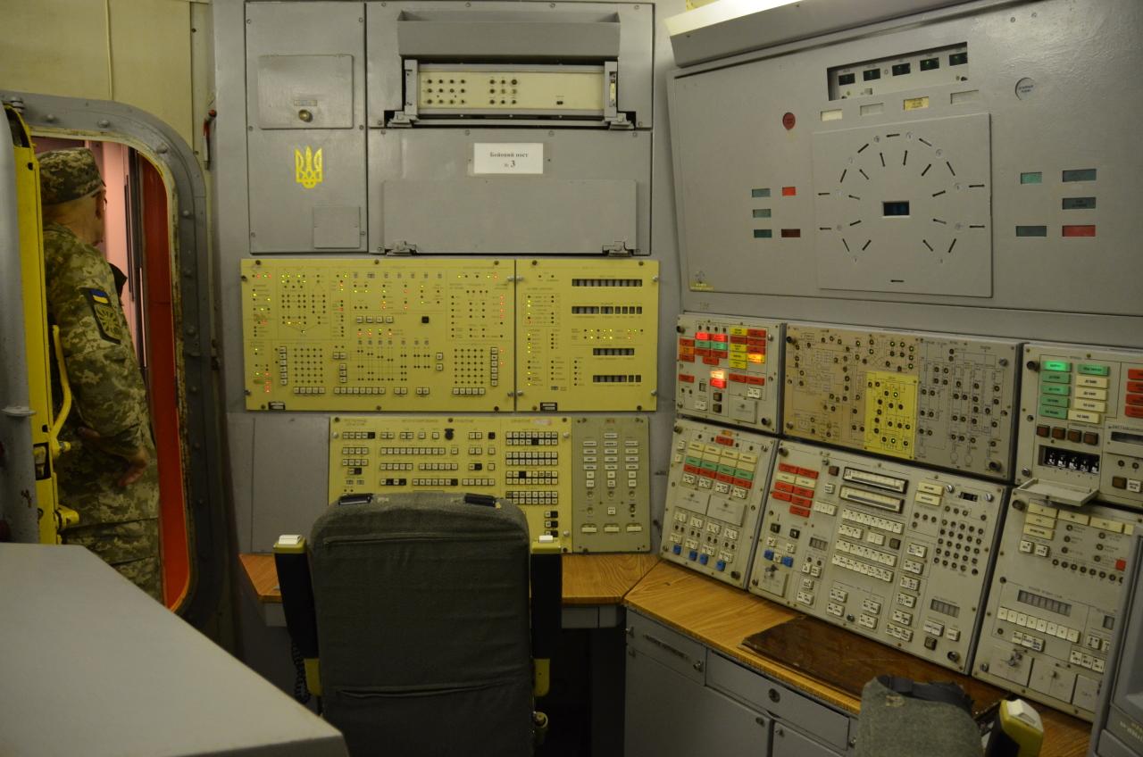 Betriebsbereite Kommandozentrale im unterirdischen Teil vom Raketenmuseum