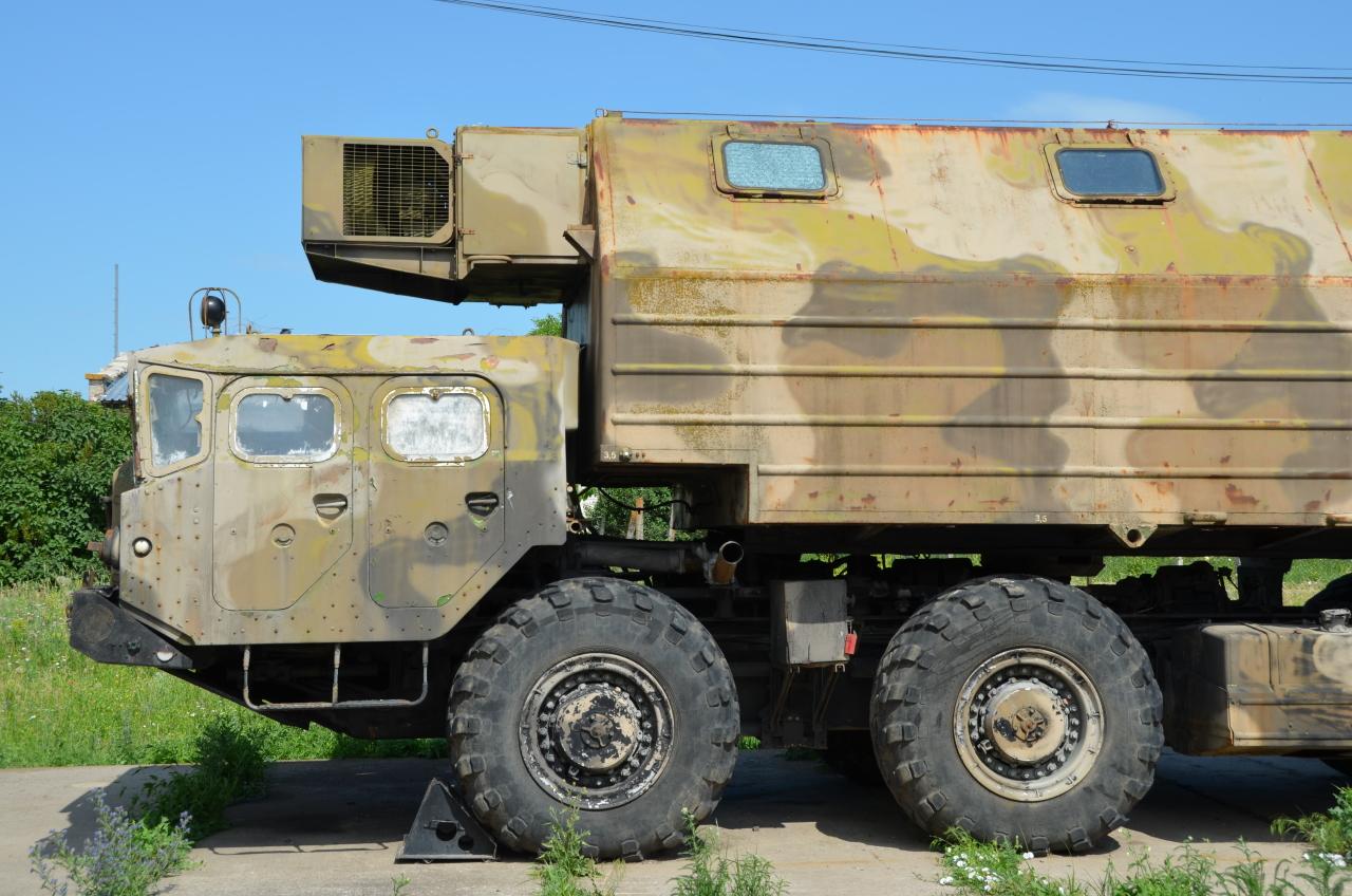 Vierachsiger Truppentransporter
