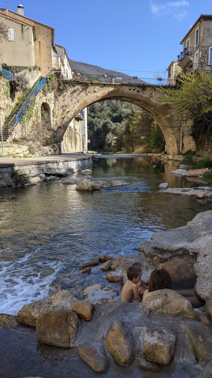 Heiße Quelle Rennes-les-Bains, Source Madelaine in der Nähe der großen Brücke