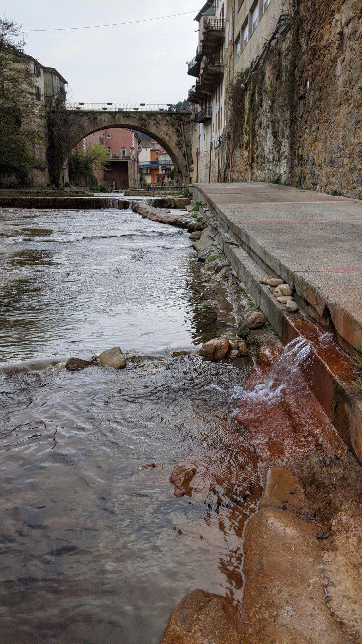 Heiße Quelle Rennes-les-Bains, eisenhaltige Quelle nördlich der Ortschaft