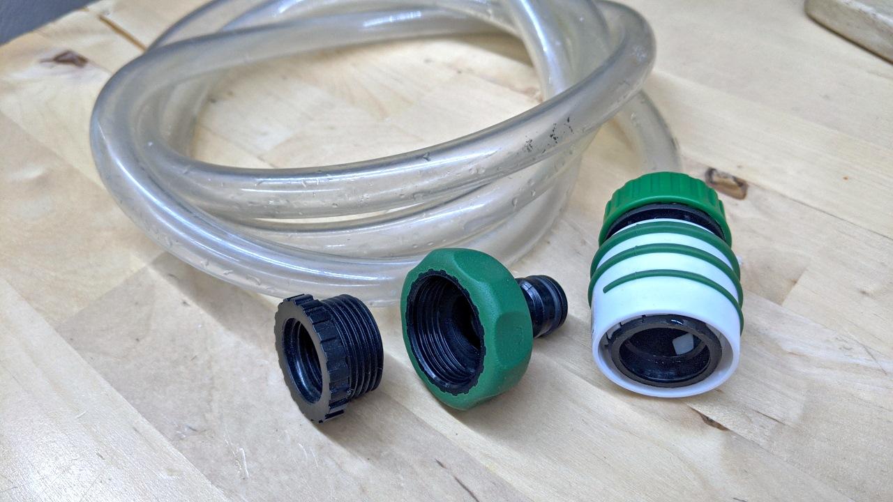 Wasserschlauch mit Gardena Anschluss und zwei zölligen Adaptern für Wasserhähne