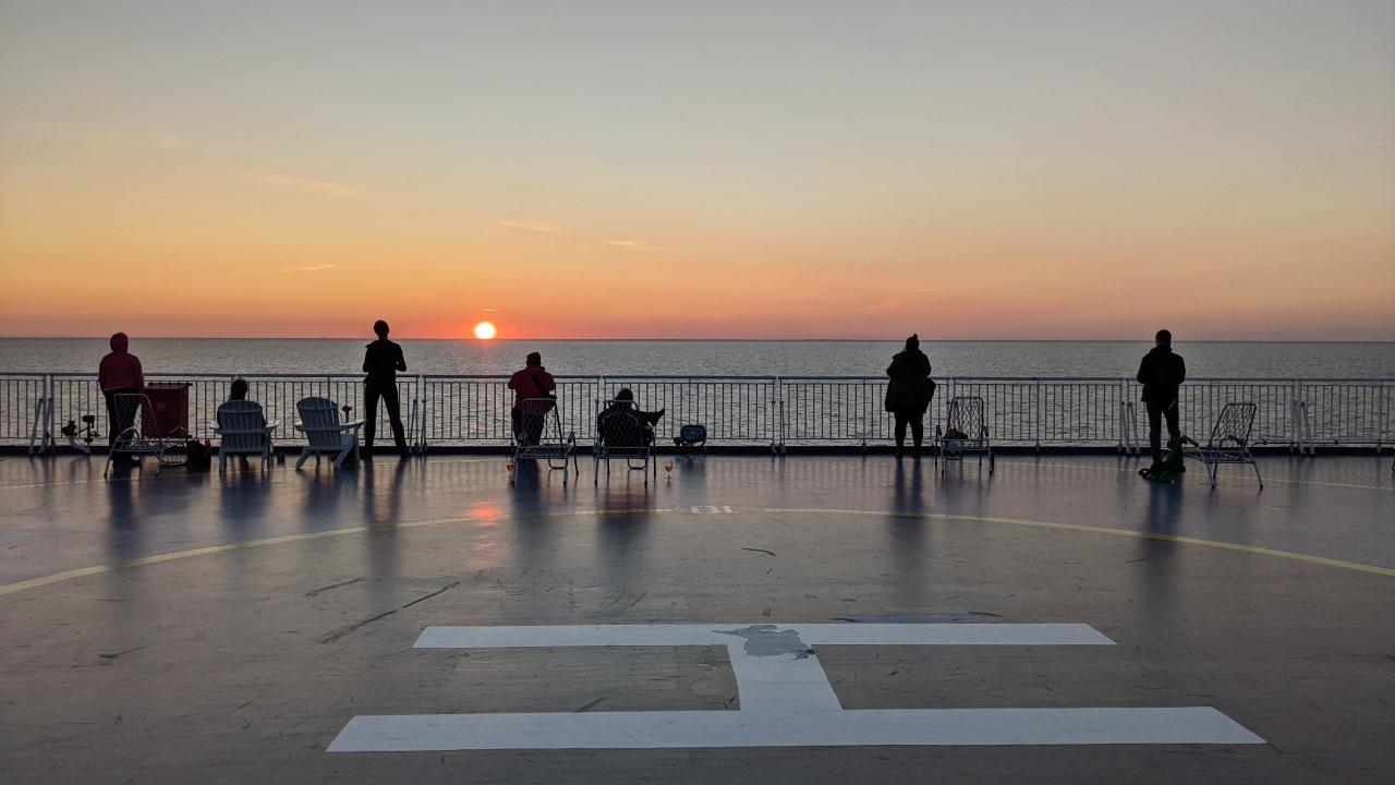 Sonnen Untergang auf dem Sonnendeck der Finmaid auf dem Weg nach Helsinki