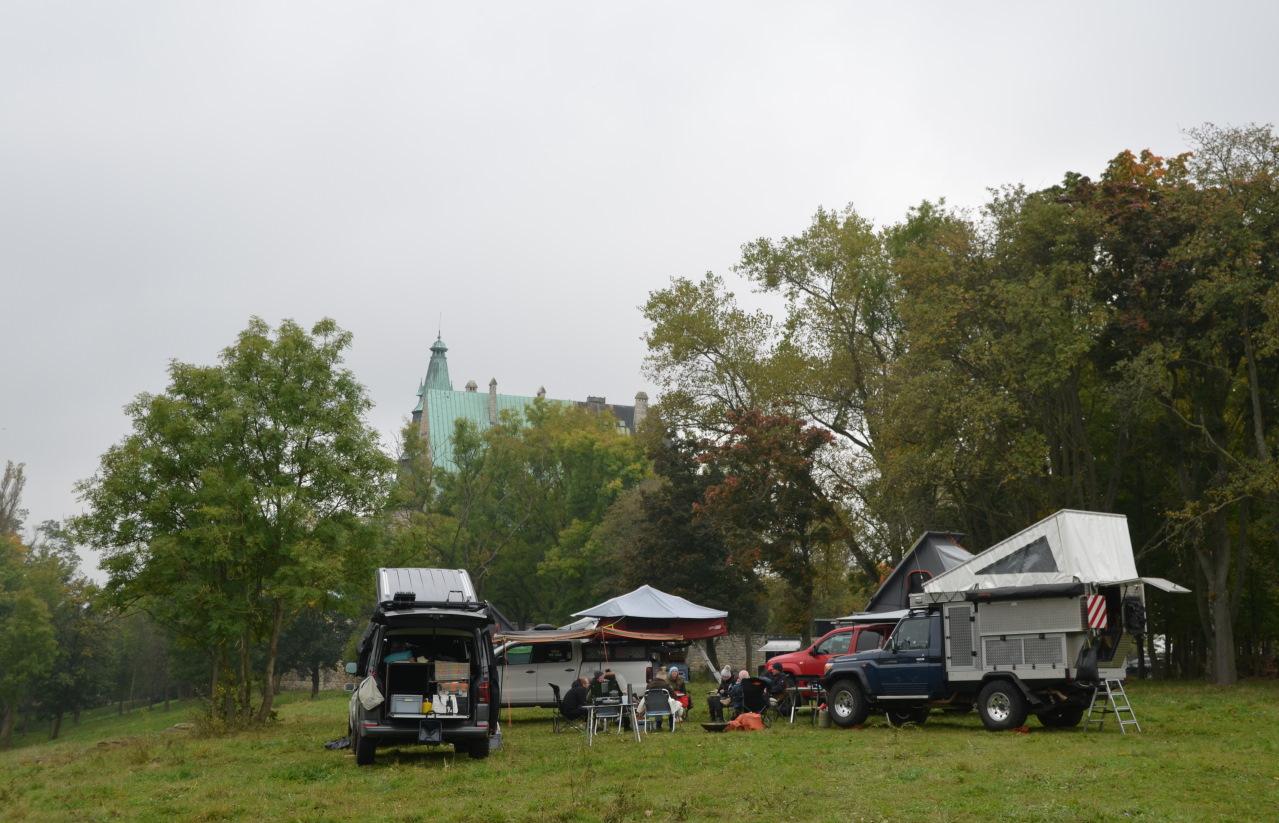 Campingfahrzeuge auf der OTTO Touristik Messe vor der Burg Ohrdruf